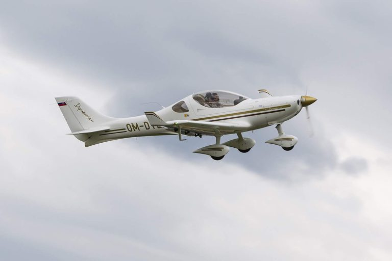 Fly with xirli aircraft 1