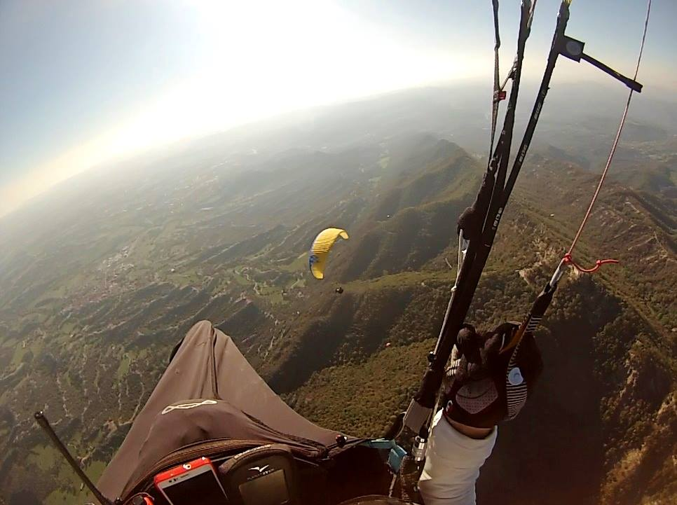 fly with xirli guiding paragliding pilots 33