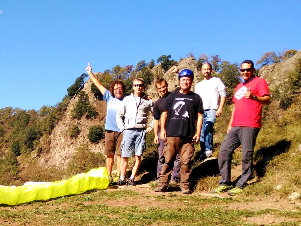 fly with xirli guiding paragliding pilots 11