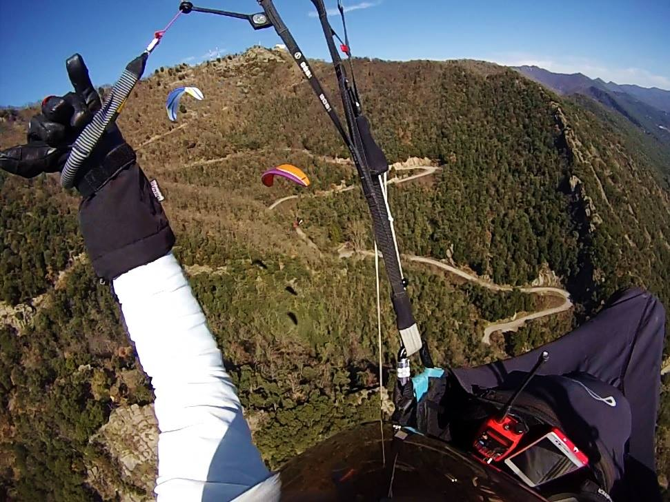 fly with xirli guiding paragliding pilots 2