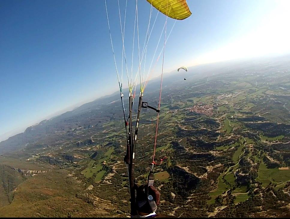 fly with xirli guiding paragliding pilots 32