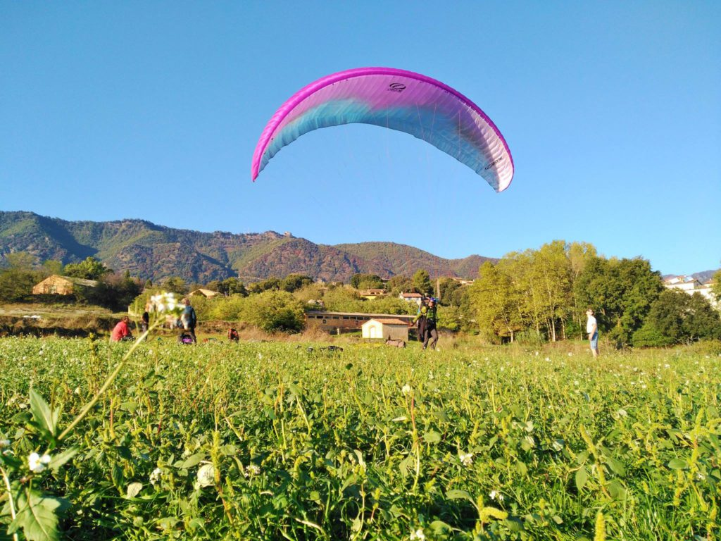 fly with xirli guiding paragliding pilots 35