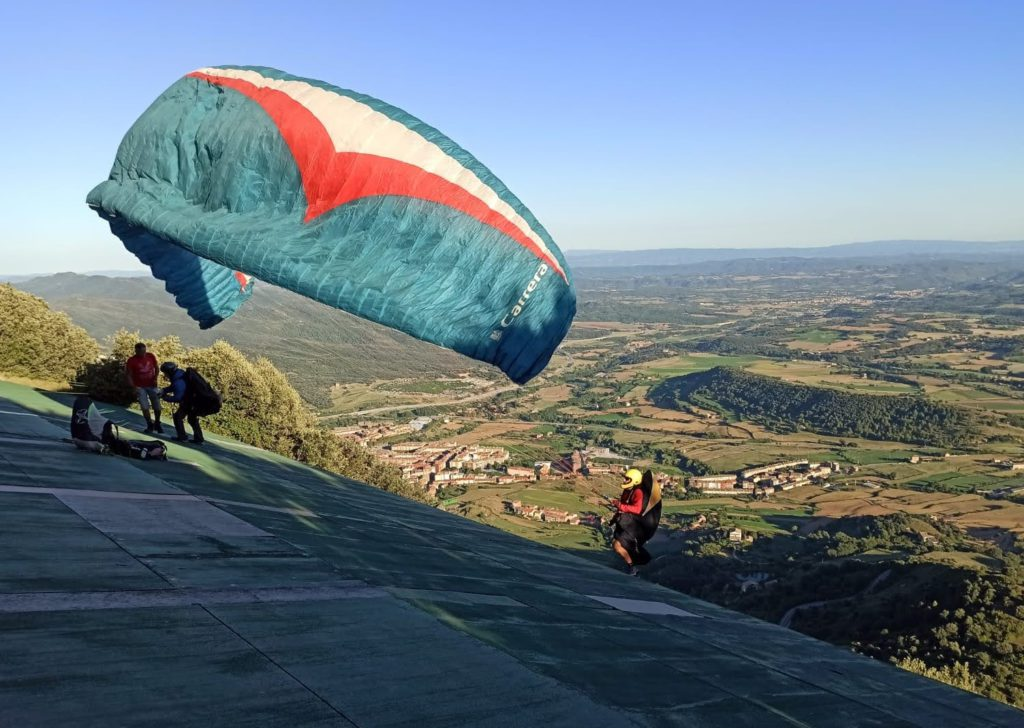 fly with xirli guiding paragliding pilots 92