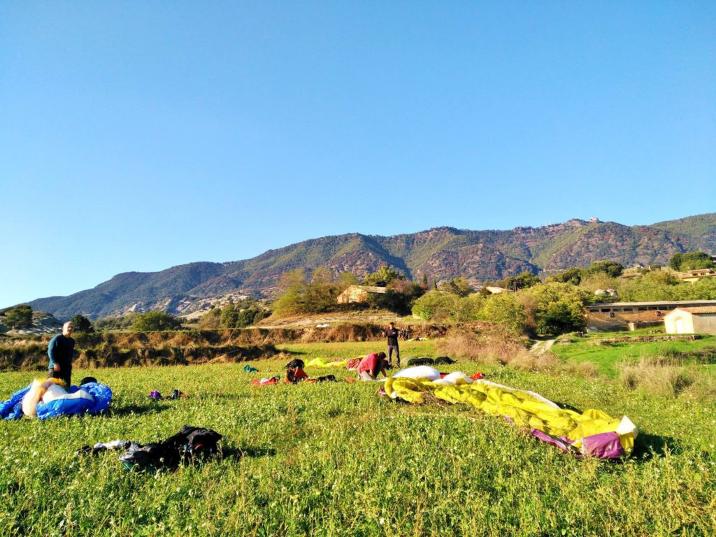 fly with xirli guiding paragliding pilots 36