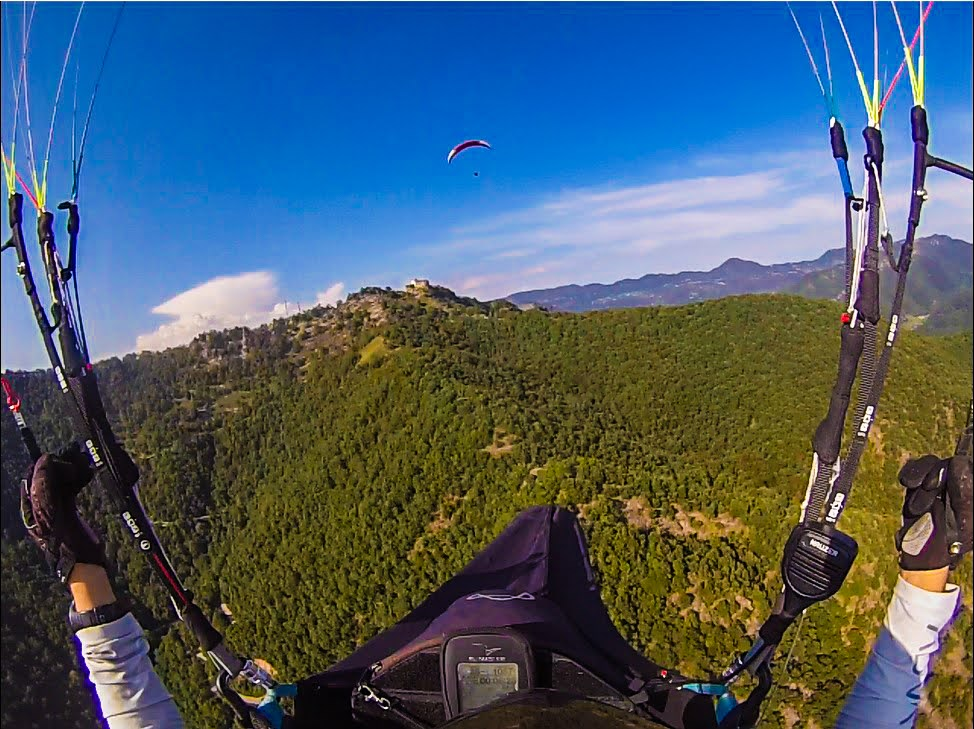 fly with xirli guiding paragliding pilots 39