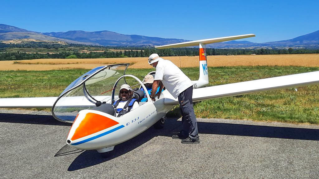 Fly with Xirli in a Sailplane