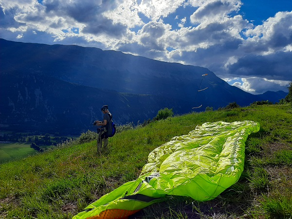 fly with xirli guiding paragliding pilots
