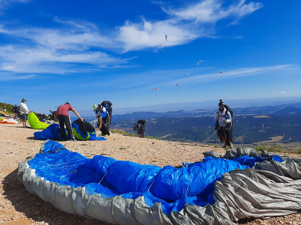 fly with xirli guiding paragliding pilots 93